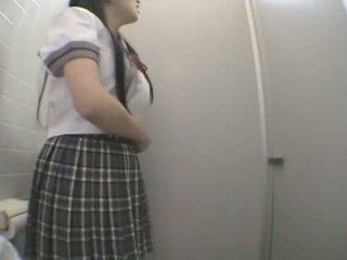 Estudiante follando en público lavabo