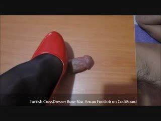 Turki buse naz arican - merangsang dengan kaki di cockboard