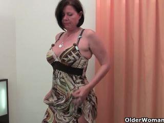 很好 rounded 媽媽我喜歡操 是 toying 她的 成熟 和 毛茸茸 的陰戶