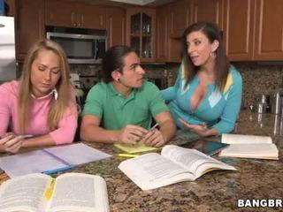 Dirty Stepmom Sara Jay <span class=duration>- 6 min</span>