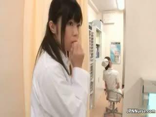 Graziosa giapponese infermiera loves masturbare part3