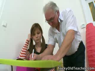 Có một tip từ các tricky xưa giáo viên. khi nào anh muốn đến quái một sinh viên, đơn giản manipulate họ.