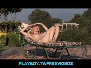 Three hot blonde babes play at the poo...