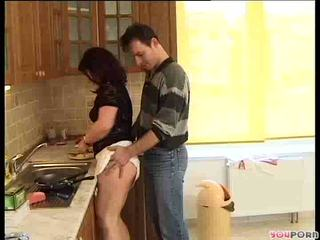 Bruneta miere gets o cooking lesson 1/5
