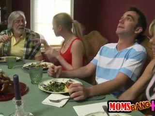 Perhe dinner perhe seksi kanssa kristal summers