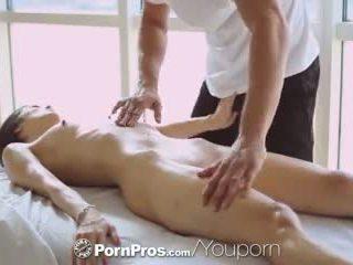 Pornpros - kuuma aasialaiset beauty elana dobrev gets a seksikäs hieroa alas