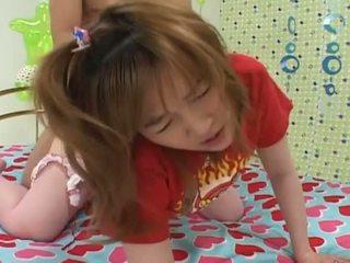 Mignonne asiatique ado baisée dur