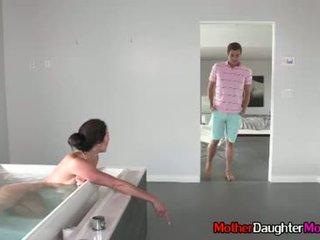 Fiu gets busted spying pe lui mama vitrega