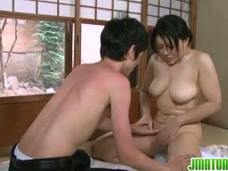 日本語 成熟する: 日本語 成熟した ベイブ とともに 彼女の 若い スキニー lover.