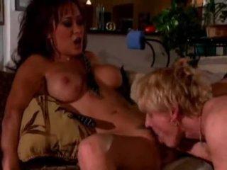 μελαχροινή, pornstar, μεγάλα βυζιά