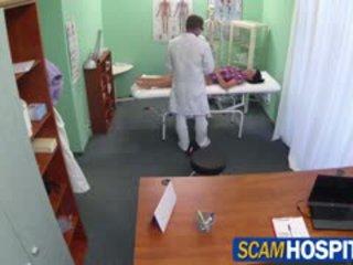 Gorące adela gets doctors duży kutas therapy