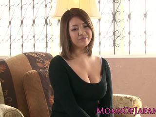 Reif japanisch mama toyed und throatfucked