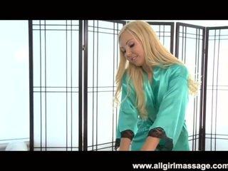 Aaliyah szeretet leszbikus masszázs