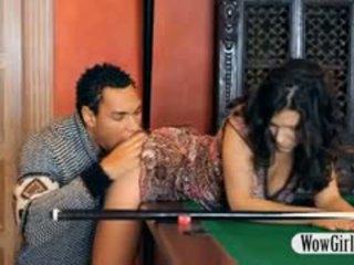 Sexy penelope fodido com negra pila em billiards tabela