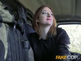 Fake poli caliente ginger gets follada en cops van