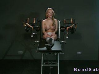 Strapped į gyno kėdė krūtinga mažutė vibed