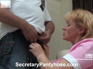 Emilia 과 desmond 사무실 hose 포르노를 비디오