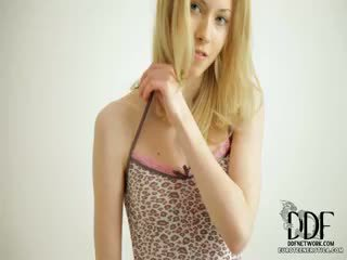 Saldus camila strips & seduces