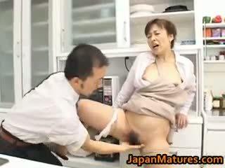 Hitomi kurosaki 成熟した アジアの ひよこ part1