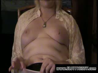 Blondie crossdresser alice mostra poppe