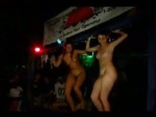 Mädchen going wild auf jamaika urlaub 2