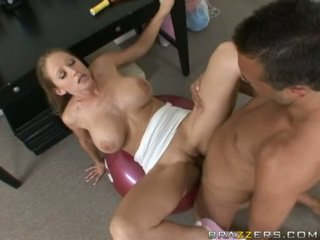 Abby rode gets un completo scopata allenamento come lei acquires slammed su un palestra ball