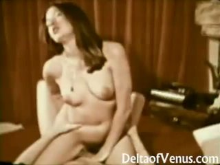 John holmes fucks szőrös barna lány archív porn 1970s