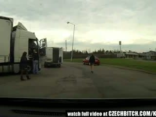 Cseh bevállalós anyuka utcalány szar -ban autó