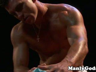 Closeup homosexual rimming cu muscular cuplu
