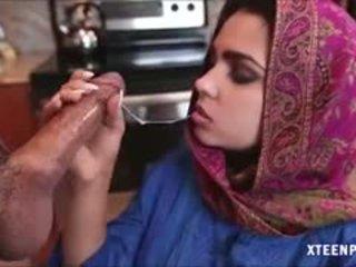 Middle eastern jovem grávida ada gives cabeça e gets ripped difícil