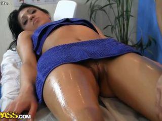 Sledovat horký dívka erotický masáž scéna