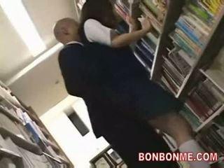 Koulutyttö perseestä mukaan kirjasto saytr ja gives suuri suihinotto