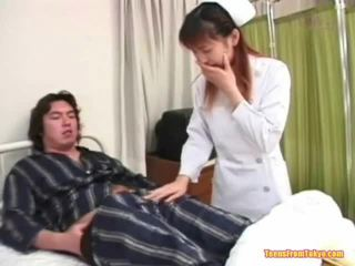동양의 간호사 재생 떨어져서