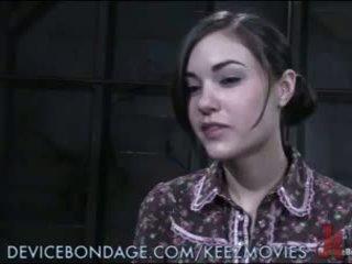 Sasha grey tied në një tryezë, poked, dhe shocked