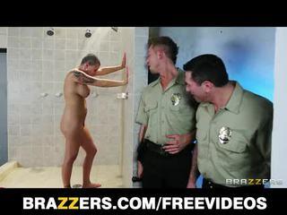 Buah dada besar rumah tahanan inmate eva angelina gets gang-banged di itu pancuran air