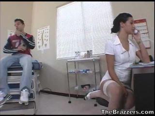 Secy medmāsa treats viņai pacients
