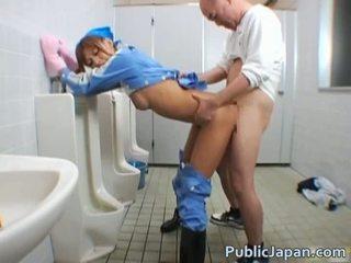 Красавици maintenance работник