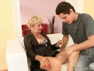 Grandmother porno dıldo