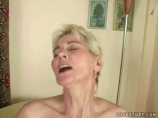 Chłopak fucks gorące babcia