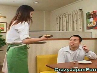 Szalone porno z japońskie waitresses!