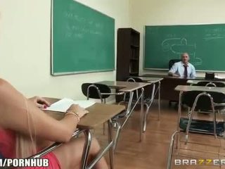 Napalone big-tit student alexis ford dreams z pieprzenie jej nauczycielka