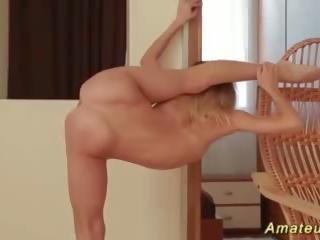wiek dojrzewania, masturbacja, blondynka
