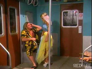 جنسي أشقر dancer nailed في قطار