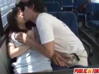 Yua kuramochi busty là fucked lược trên các xe buýt