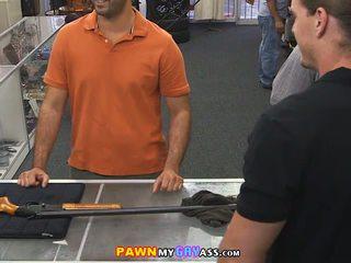 Panemine a teenus mees sisse the pawn kontoris