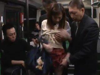 Kaori maeda has hotly направен любов от а малцина males в а публичен автобус