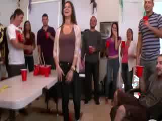 Alexis fawx helps amateurs shkoj lavire në në kolegj festë