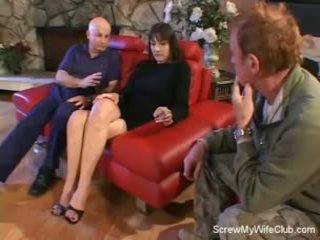 Σύζυγος screwed επί ένα κόκκινος καναπές