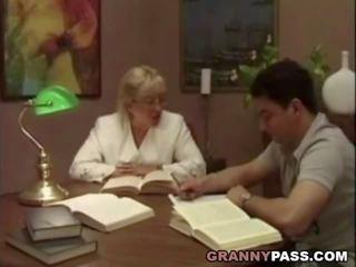 Babka učiteľka flirts s ju študent, porno 75