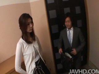 Geil businessman seduces sexy cougar